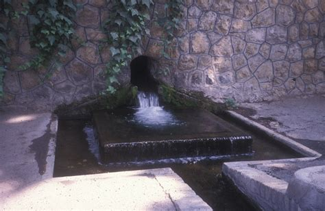 Traditional water sources of Persian antiquity - Wikipedia